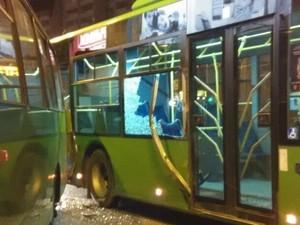 У Харкові маршрутка протаранила тролейбус (фото)