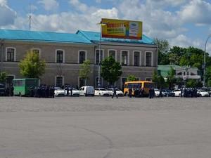 Правоохоронці блокували площу Свободи (фото)