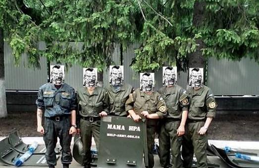 100 бронещитів для ЗУ передали волонтери Help Army разом з Харківським заводом засобів індивідуального захисту
