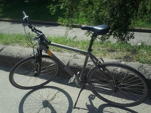 На Полтавському Шляху велосипедист зіткнувся з іномаркою (фото)