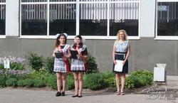 Останній дзвоник з українським гімном та совєтською шкільною формою (фото)
