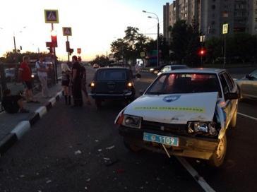 Поблизу Харкова трапилася аварія з військовою вантажівкою (фото)