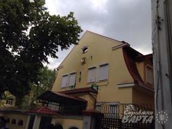 Консульство РФ у Харкові закидали яйцями та зеленкою (фото)