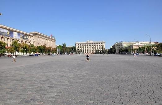 У сумці на площі Свободи у Харкові знайшли батарейки та дроти
