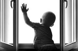 У Харкові розбився малюк, випавши з 9-го поверху