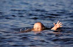 У Куп'янську трохи не потонув маленький хлопчик