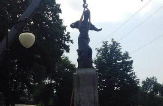 """""""Сагайдачного"""" поставили у Харкові біля річки"""