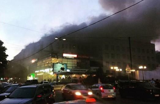 палав дах будинку на петровського