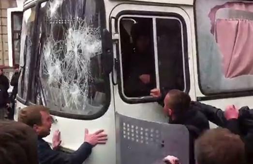 проросійського активіста, який трощив автобус біля ХОДА у квітні минулоріч, дали термін