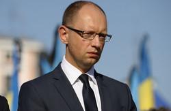 яценюк дає гроші на ремонтчугуївської дороги