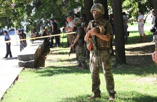 міліція стояла осторонь від офісу Добкіна