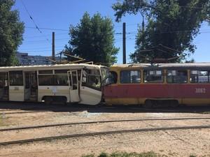 лобове зіткнення трамваїв