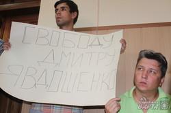 Харківські активісти прийшли до суду щоб підтримати Дмитра Явдошенка (фото)