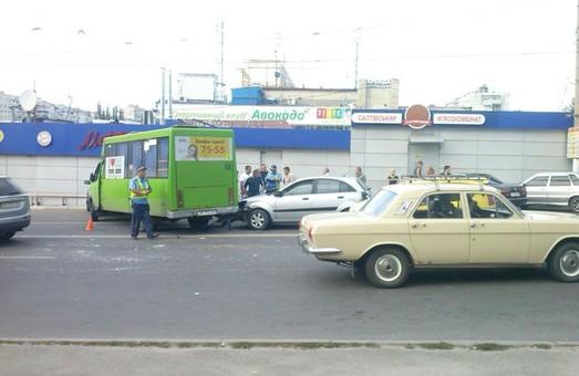 дтп на перехресті Блюхера та Академіка Павлова