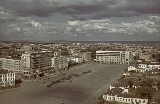 площа сергіївська або площа свободи