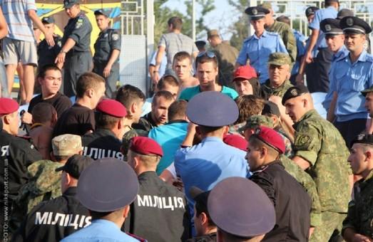 харківські ультраси влаштували бійку на стадіоні у Миколаєві