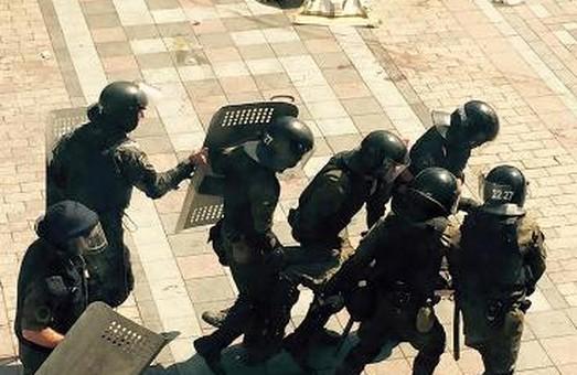 Яценюк ініціює створення слідчо-оперативної групи для розслідування зіткнень під ВР