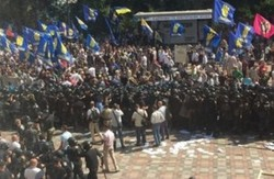 Аваков: Граната в правоохоронців була кинута свободівцем