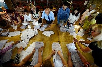 Здебільшого  виборчі комісії сформовані із закоренілих «професійних рахівників», яких від виборів до виборів ангажують різні політичні сили
