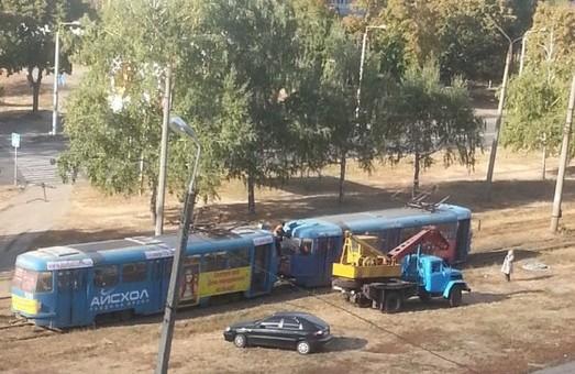 трамвай зійшов зі шляху на тракторобудівників