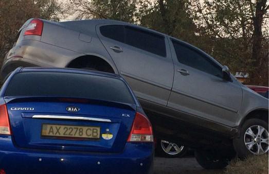 В районі вул. Сидора Ковпака дві автівки наїхали одна на одну (фото)