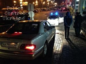 Біля торговельного центру на вул. Академіка Павлова нетверезий водій влаштував «виставу» (фото)