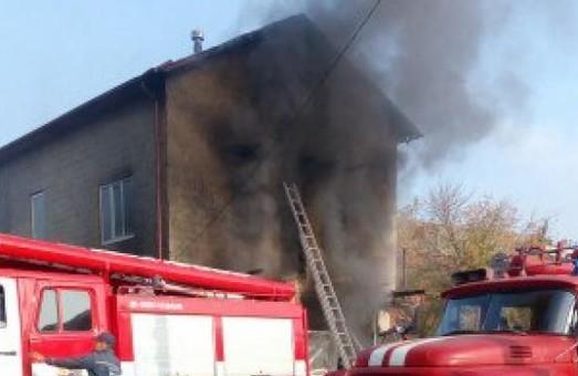 На вул. Валер'янівській чоловік зливав бензин у ємкість та спровокував пожежу (фото)