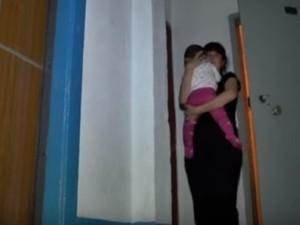 У Дніпропетровську у ліфті ледве не загинула жінка з малюком (фото)