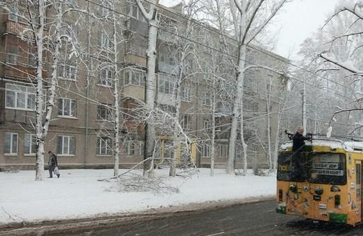 На Салтівці через негоду не ходив електротранспорт (відео)
