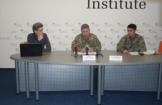 З нового року військові, які служать на контракті, будуть мати по 7 тисяч гривень окладу