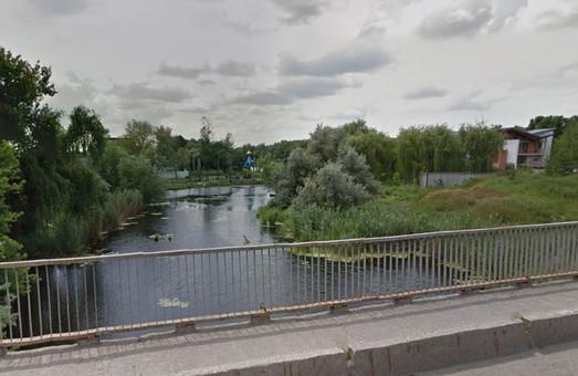 труп жінки виловили у воді річки харків