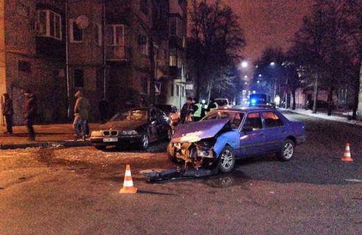 На перехресті Мироносицької та Каразина «врізалися» одна в одну дві іномарки (фото)