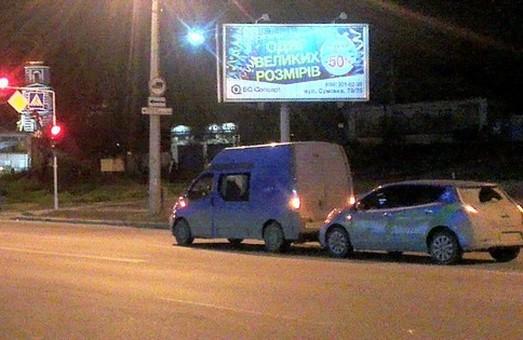 У центрі Харкова авто «Nissan Leaf» врізалося у фургон (фото)