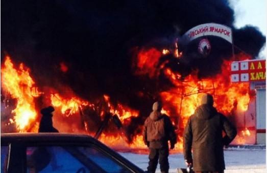 В Харкові сталася пожежа на новорічному ярмарку (фото)