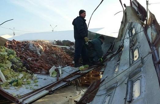 У Харкові вибухнув газовий балон, що знаходився у трейлері з овочами (фото)