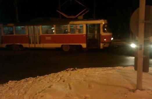 На перехресті Клочківської та пр. Перемоги зійшов з рейок трамвай