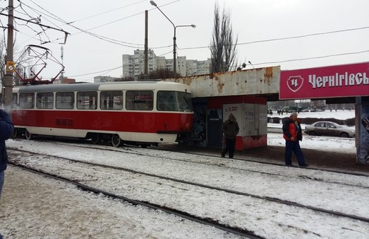 Друга у новому році пригода за участю трамвая у Харкові. На Салтівці зійшов з рейок електротранспорт (фото)