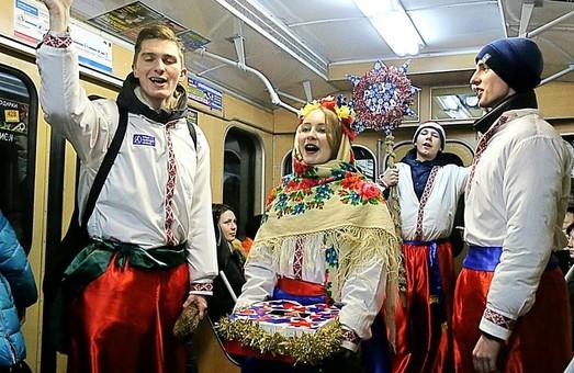 У Харкові з нагоди Різдва щедрували безпосередньо у підземці (фото)