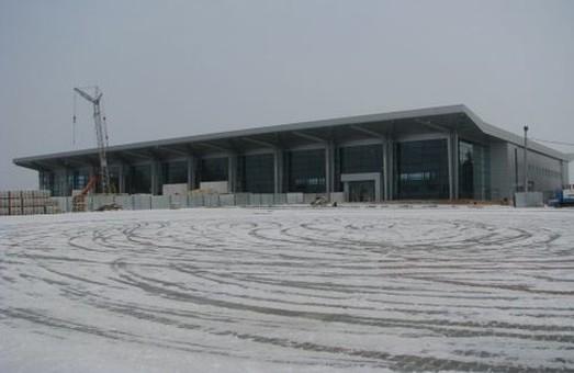 В харківському аеропорті скасовують та затримують рейси через погану погоду