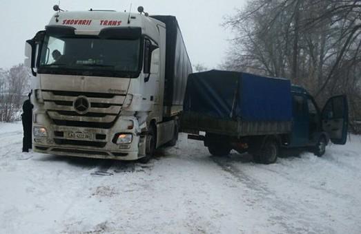 На Московському проспекті «Газель» «влетіла» у вантажівку «Mercedes» (фото)