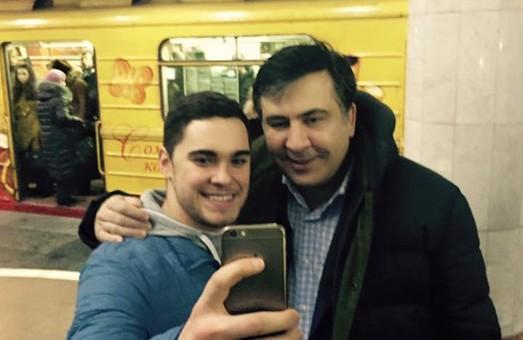 У харківській підземці сьогодні побував Саакашвілі. Губернатор Одещини відвідав ст. метро «Університет» (фото, відео)