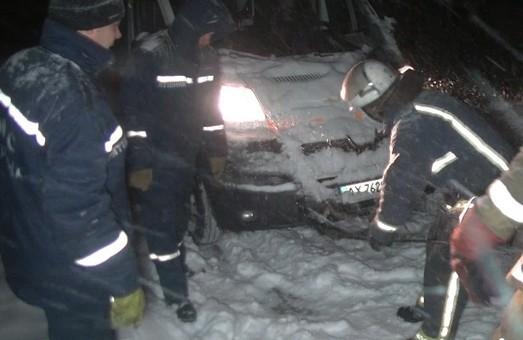 За цю добу харківські рятувальники 64 рази надавали поміч водіям, з них 35 – у місті