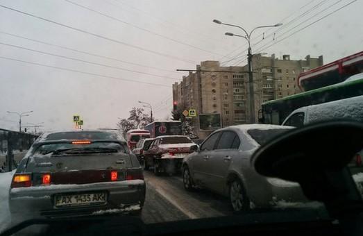 Від Одеської до центру у Харкові утворилися «тягнучки» (фото)