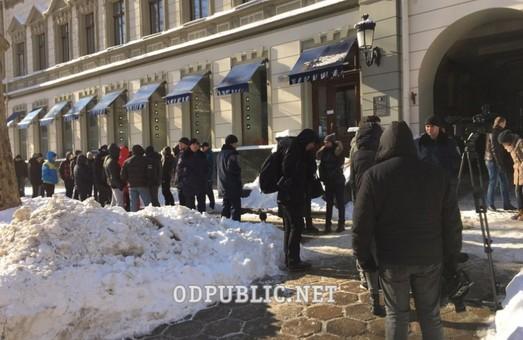 Правоохоронці обшукують крамниці «Symbol» по всій країні (фото)