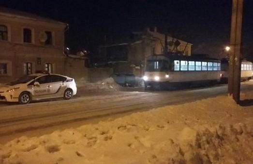 У Харкові трапився інцидент за участю патрульної автівки та трамвая (фото)