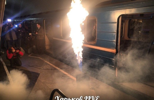 У Харкові вночі рятувальники гасили полум'я у підземці (фото, відео)
