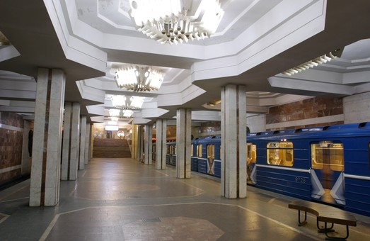 На станції підземки «Героїв праці» померла пенсіонерка