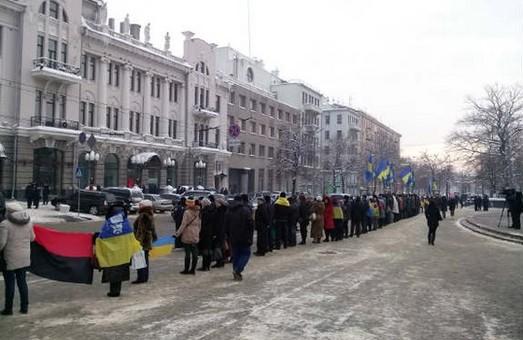 З нагоди Дня соборності України у Харкові утворили живий «Ланцюг єдності» (фото)