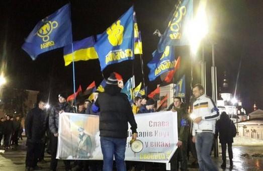 У Харкові пройшла факельна хода на честь пам'яті героїв Крут (ФОТО)
