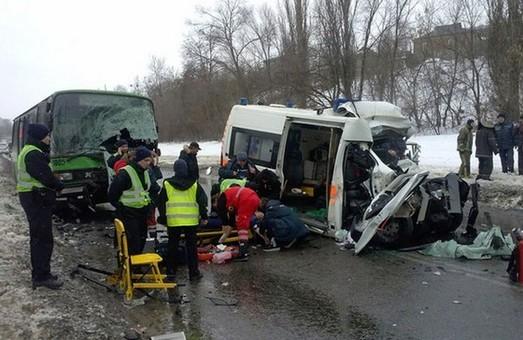жахлива аварія на проспекті тракторобудівників 2 лютого 2016 року забрала життя водія та фельдшера швидкої допомоги